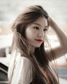 [This is the story of where Chou Tzuyu and Hwang Yeji are step-sister… Aesthetic Girl, Kpop Aesthetic, Le Jolie, Cute Friends, K Idol, Kpop Girls, Chanbaek, New Artists, Korean Girl