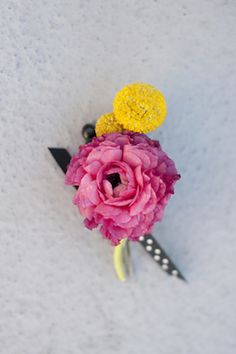 Fun boutonniere   Christa Elyce Photography and @twobewed   see more on: http://burnettsboards.com/2014/06/colorful-fun-kate-spade-wedding/