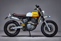 Martin Schuurmans is a product designer based in Eindhoven in the Netherlands, with a background in furniture design. He's also just built a sharp-looking Suzuki Freewind scrambler that doesn't compromise practicality too much in the name of aesthetics. Xt 600 Scrambler, Dominator Scrambler, Street Scrambler, Scrambler Custom, Suzuki Cafe Racer, Cafe Racer Bikes, Cafe Racer Build, Cafe Racers, Vintage Motorcycles