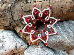 Hvězda červenorůžová Hvězdička má v průměr cca 7,5 cm a udělá parádu na každém vánočním stromečku nebo jen tak jako drobný dárek :o)