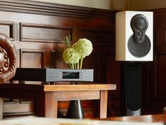 Linn's ground-breaking Exakt technology is available for the first time in a compact stand-mounted loudspeaker – Exakt Akudorik.
