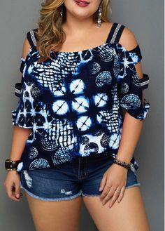 Plus Size Printed Navy Blue Ladder Sleeve Blouse at Diyanu Plus Size Blouses, Plus Size Tops, Plus Size Women, Navy Blue Blouse, Modelos Plus Size, Looks Plus Size, Plus Size Kleidung, Fashion Outfits, Womens Fashion