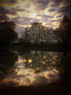 Kurz nach Sonnenaufgang um 6.30 Uhr am Germeringer See – wunderschön!