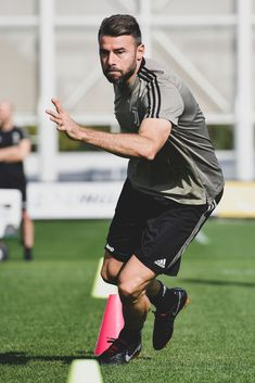 ef172108f TURIN, ITALY - OCTOBER 12: Juventus player Andrea Barzagli during a  training session at