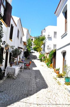 Bozcaada, Turkey. Beautiful Streets, Beautiful Places, Dubai, Empire Ottoman, Visit Turkey, Some Beautiful Pictures, Vacation Places, Vacations, Areas Of Life