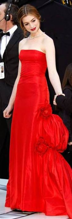 Red Carpet Glamour: Anne Hathaway in Valentino  | The House of Beccaria#