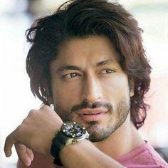 Favorite look Vidyut Jammwal Beautiful Men Faces, Gorgeous Men, Beautiful People, Pakistani Girls Pic, Dark Haired Men, Surya Actor, Best Cardio Workout, Awesome Beards, Bollywood Stars