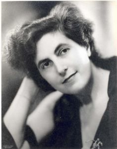 Henriëtte Bosmans 1895 – 1952 was a remarkable pianist and composer who had passionate affairs with the occasional man and several important women. She performed with the Royal Concertgebouw Orchestra from the age of 17 and was a composition pupil of Willem Pijper. During the war, her compositions were banned and she was barred from performing except in the secretive 'Black Evening' concerts held by Jewish musicians for Jewish audiences.