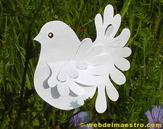 Paper birds to make Paper Doily Crafts, Doilies Crafts, Origami Paper Art, Paper Doilies, Paper Cutting, Paper Ornaments, Ornament Crafts, Childrens Ministry Christmas, Peace Crafts