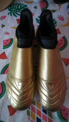 Up for sale is a Limited Edition Adidas X 16+ PureChaos Space Craft Gold metallic Cleats. Condition is new. It combines a golden and black look to stand out on the pitch. They come with a Kangaroo leather upper in the forefoot area, while all other tech specifications are the same as those from the standard synthetic version. Limited to just 1000 pairs globally. Please Note, the chrome coating on the bottom of the cleats will wear off during play, but will not affect the performance of this… Adidas Cleats, Soccer Cleats, Space Crafts, Pitch, Kangaroo, Clogs, Chrome, Metallic, Pairs