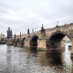 Charles Bridge in Prague, Hlavní město Praha Pont Charles, Charles Bridge, Dresden, Prague Czech Republic, European Vacation, Central Europe, Historical Sites, Tower Bridge, Old Town
