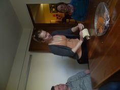 Estudiantes cocinando después de clase