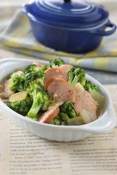 Tumis brokoli dicampur sosis menghasilkan sayuran yang menyehatkan.