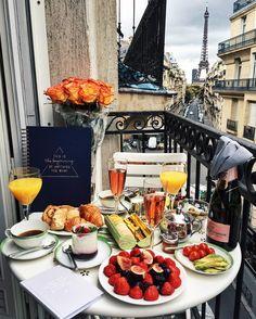 "10.7b Beğenme, 99 Yorum - Instagram'da Barbora Ondrackova | CZ&GE (@fashioninmysoul): ""Everything I love in one picture: big breakfast, the Eiffel Tower and my new @joandjudy notebooks!…"""