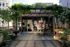 roof top garden, terrace, outdoor living. tetto giardino, terrazza sul tetto #rooftopgarden  Dachterrasse über den Straßen New Yorks