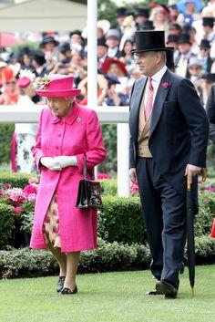 Queen Elizabeth II Photos Photos - Royal Ascot 2017 - Day 3 - Ladies Day - Zimbio