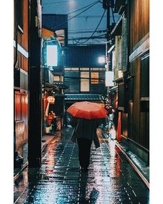 @meru.jp ||   おやすみなさい〜 Without the rain, there would be no rainbow. Especially at night. _______ . . . . . . . #liftedcreatives#pics_jp#inspirationcultmag#as_archive#reco_ig#indies_gram#ig_japan#instagramjapan#igrecommend#icu_japan#jp_gallery#igersjp#onbooooooom#team_jp_#hueart_life#yourshotphotographer#bestjapanpics#awesupply#tv_living#visitjapanau#phos_japan#indy_photolife#aov#vsco#lensculture#createexplore#sonyimages#a7sII#sdmtravels#streetumbrellas