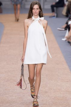 Chloé Spring 2016 Ready-to-Wear Fashion Show - Angel Rutledge (OUI) - Love this style but white and I don't get along especially with my two dogs.