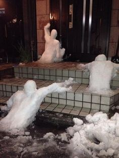 Funny pictures about The Walking Snowman. Oh, and cool pics about The Walking Snowman. Also, The Walking Snowman photos. Stupid Funny, Funny Cute, The Funny, Funny Jokes, Hilarious, Funny Tweets, Snow Sculptures, Snow Art, Winter Fun