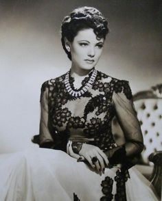 Gene Tierney in Shanghai Express wearing Joseff Hollywood Jewelry Hollywood Vintage, Hollywood Icons, Old Hollywood Glamour, Golden Age Of Hollywood, Hollywood Stars, Hollywood Actresses, Classic Hollywood, Hollywood Jewelry, Glamour Vintage
