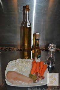 Pechugas de pollo en escabeche | Cocina Whiskey Bottle, Drinks, Food, Breast, Desserts, Cook, Life, Salud, Drinking