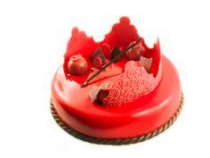 Entremets roi de Coeurs : biscuit financier à la violette/ Croustillant duja/ Bavaroise poivre vanille/ Crémeux vanille/ Coulis framboise griottes/ glaçage miroir rouge/ décor chocolat