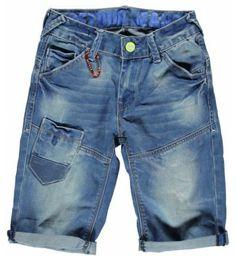 Stoere 5-pocket short van Retour Jeans met grappige details bij de zakken. De broek is in de taille verstelbaar dmv elastiek. Model:    Retour Jeans Jason www.kidsindustry.nl