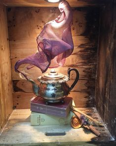 Fun idea for teapot or oil lamp display. Run wire through seams of scarf or wispy fabric, bend and curve accordingly to appear as if wafting out of spout. Window Display Design, Store Window Displays, Museum Displays, Library Displays, Retail Displays, Visual Merchandising Displays, Visual Display, Vitrine Design, Little Bit