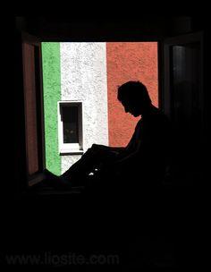 Enzo Biagi - Sto dall'altra parte, quella che simpaticamente  Anche io sto dall'altra parte....ve ne sarete accorti ;) Ma ci sto convinta che ci siano dei valori irrinunciabili e nulla mi potrà fare cambiare idea! Buona giornata!  #EnzoBiagi, #Italia, #diritto, #diritti, #promesse, #Legge, #tribunali, #magistratura, #Citazioni, #onestà,