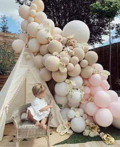 1st Birthday Balloons, Birthday Balloon Decorations, Girl Baby Shower Decorations, 1st Birthday Parties, Pink Balloons, Baby Shower Balloons, Baby Girl 1st Birthday, Boho Baby Shower, Balloon Garland