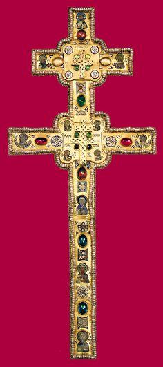 Крест Евфросинии Полоцкой. Древний Крест, изготовленный более 800 лет назад мастером Лазарем Богшей, бесследно исчез в 1941 году.
