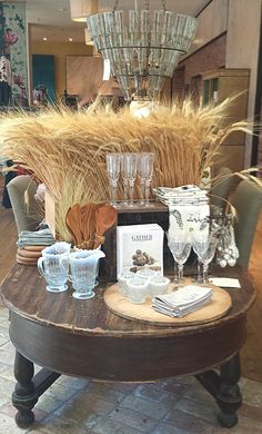 Fall table top done by Anthropologie old crate with attached legs, chicken wire inside to hold up the wheat. not as full, Fall Store Displays, Gift Shop Displays, Visual Merchandising Displays, Visual Display, Retail Displays, Anthropologie Display, Autumn Display, Café Bar, Vintage Display
