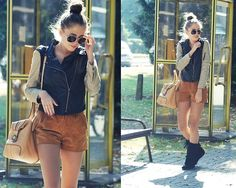 Leather jacket. Brown shorts. Messager bag. Black boots.