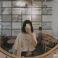 2019 Des 13 - faceless selfie and photo ideas; (photos not mine) Ulzzang Short Hair, Ulzzang Korean Girl, Cute Korean Girl, Aesthetic People, Aesthetic Girl, Aesthetic Clothes, Aesthetic Outfit, Ft Tumblr, Girls Mirror