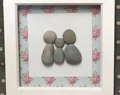Familia, arte de piedra, enmarcado OOAK, arte de la pared, cuadro, decoración de casa rústica, regalos únicos, regalo familiar, piedra, playa, regalo para mamá, Foto.