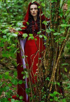 Katie McGrath as Morgan le Fay from Merlin Photo by Nick Briggs Morgana Le Fay, Merlin Morgana, Die Nebel Von Avalon, Merlin Tv Series, Red Ridding Hood, Colin Morgan, Katie Mcgrath, Medieval Fantasy, Fantasy Girl