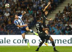 FC Porto derrotou o Vitória de Guimarães por 3-0. Luís Gonçalves, novo responsável pelo futebol, estreou-se no banco. Otávio marcou o primeiro golo pelos dragões, Óliver e Depoitre foram titulares e Diogo Jota já sabe o que é vestir camisola do FC Porto.