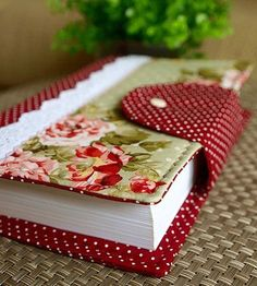 Have a lovely fat notebook ready for all your creative writing ideas. Fabric Crafts, Sewing Crafts, Sewing Projects, Paper Crafts, Diy Sac Pochette, Book Crafts, Diy And Crafts, Fabric Book Covers, Bible Covers