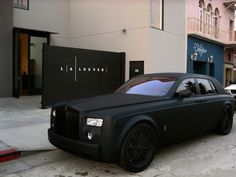 Matte Black Rolls Royce.....why am I lusting over a matte black car these days!!