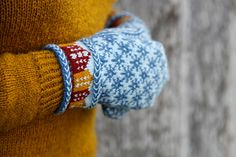 Trondheim mittens pattern by Sofia Kammeborn Mittens Pattern, Knit Mittens, Knitted Hats, Knitting Projects, Knitting Patterns, Fingerless Mitts, Trondheim, Textiles, Wrist Warmers
