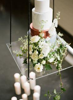 modern wedding cakes - photo by Qlix Photography http://ruffledblog.com/wedding-elegance-with-understated-beauty