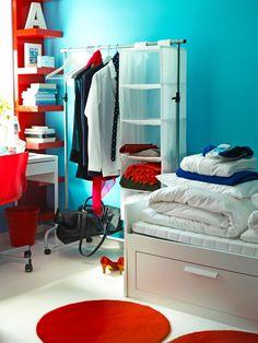 Dorm Room Organization >> http://www.hgtv.com/design/decorating/design-101/20-chic-and-functional-dorm-room-decorating-ideas-pictures?soc=pinterest