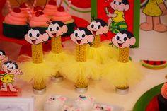 Garrafas, Almofadas, Doces e Quadros Personalizados Encantaram Os Convidados Da Festa Magali, Que Contou Com As Carrocinhas Vintage Da Party Time!