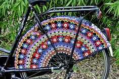 I think all Sister Missionaries on bikes need these! Hey, people would notice them :-) **Ravelry: Pimp your bike, Crocheted Skirt Guards, Fahrradnetz, jasbeschermer pattern by Meertje Love Crochet, Knit Crochet, Crochet Summer, Guerilla Knitting, Pimp Your Bike, Ravelry, Knitting Patterns, Crochet Patterns, Skirt Patterns