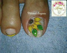 Toe Nail Designs, Nail Polish Designs, Bright Red Nails, Yellow Nails, Nail Hardener, Sunflower Nails, Christmas Manicure, Red Nail Polish, What Is Christmas