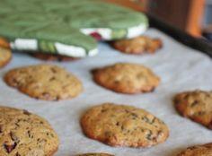 Puha csokidarabos keksz Martha Stuart-tól, egyszerű, jó recept, úgy tűnik, mind az, amihez a hölgyemény a nevét adja. Hogy tárolni mennyire ... Cherry Cake, Martha Stewart, Cookies, Food, Crack Crackers, Biscuits, Essen, Meals, Cookie Recipes