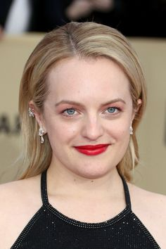 Elisabeth Moss Photos - Actor Elisabeth Moss attends the Annual Screen Actors Guild Awards at The Shrine Auditorium on January 2018 in Los Angeles, California. Vanessa Kirby, Elisabeth Moss, Beautiful People, Beautiful Women, Dreadlocks, Sag Awards, Long Sides, Celebrity Look, Punk Rock