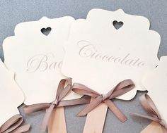 Make special your Confetta that is for baptism, wedding or communion with our signature confetti on shaped scoop and with cut to heart The price includes the printing of cardboard with the tastes of confetti You can order from a minimum of 5 pieces. Wedding Tags, Diy Wedding, Jasmine Party, Cookie Packaging, 60th Birthday Party, Table Cards, Just Married, Holidays And Events, Wedding Accessories