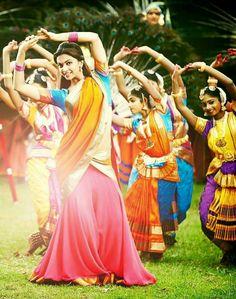 Deepika Padukone in Chennai express Chennai Express, India Express, Bollywood Costume, Bollywood Actress, Bollywood Couples, Bollywood Fashion, Deepika Padukone Movies, Mudras, Half Saree Designs