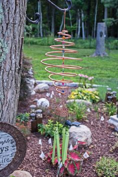 Does your garden or yard need an upgrade? These easy homemade wind chimes are a great project for any families wanting to customize their yard. Once you make this project, you can sit back and enjoy your new unique wind chimes every day! Garden Crafts, Diy Garden Decor, Garden Projects, Garden Art, Outdoor Projects, Garden Ideas, Metal Projects, Art Projects, Carillons Diy
